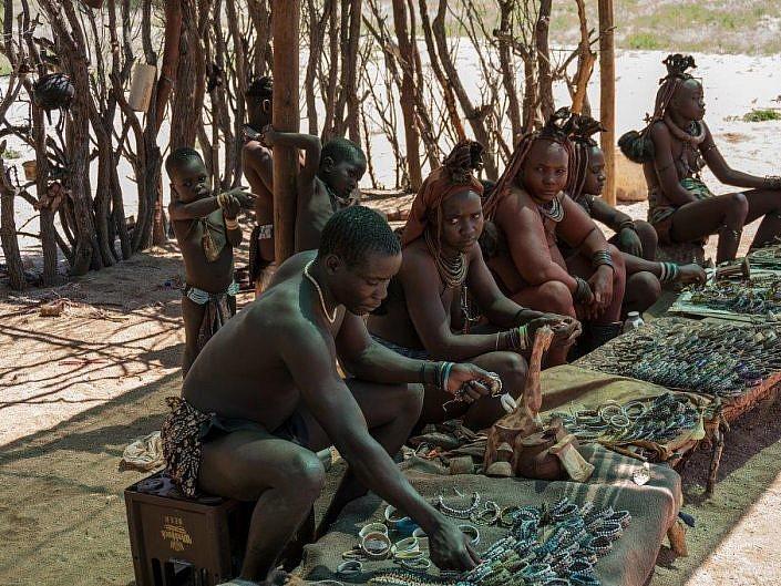 Himbas auf dem Markt. Wundervolle Menschen.