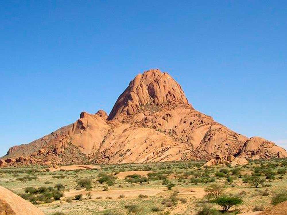 Spitzkoppe, ein Berg zwischen Omaruru und Swakopmund. Ist 700 m hoch.