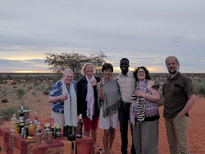 Sundowner Drive in der Kalahari.